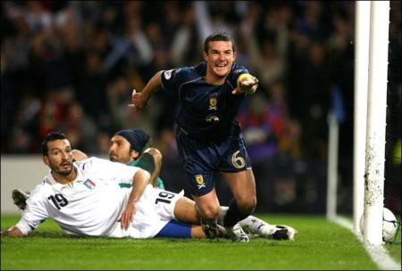 Barry Ferguson scores for Scotland